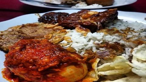 Uli Bakar Nasi Uduk Mpok Imi Momo Khas Betawi Jurang Mangu