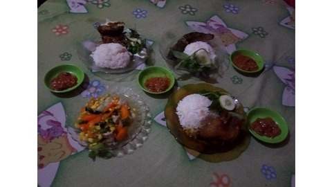 Qq Corner Resto Kelapa Gading Barat Makanan Delivery Menu Grabfood Id